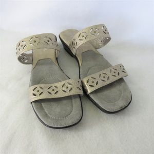 Easy Street Sandals Size 11M